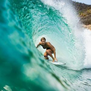 stephanie-gilmore-surfing-2105293150